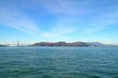 Golden gate bridge over de baai in San Francisco, Californië Stock Afbeelding