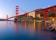 Golden gate bridge på gryning Royaltyfri Fotografi