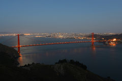Golden gate bridge på natten, San Francisco, USA Fotografering för Bildbyråer