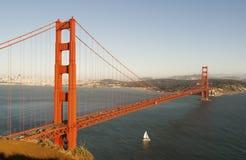 Golden gate bridge på solnedgången Arkivbild
