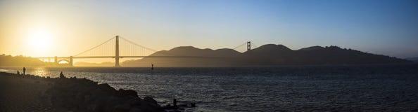 Golden gate bridge-Panorama bei Sonnenuntergang Stockbild