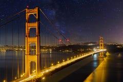 Golden Gate Bridge pod Gwiaździstym nocnym niebem w Kalifornia Obraz Stock