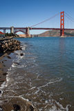 Golden gate bridge Rocky Shore Foto Lizenzfreie Stockfotografie