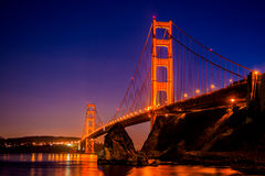 Golden gate bridge a San Francisco, CA, come visto dal punto di vista vicino alla baia a ferro di cavallo Immagini Stock