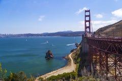 Golden gate bridge, San Francisco, Californië, de V.S. tijdens een schone zonnige dag Stock Foto