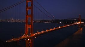 Golden gate bridge in San Francisco nachts stock video footage
