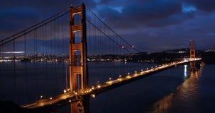 Golden gate bridge soluppgång stock video