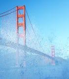 Golden gate bridge spruzzato acqua creativa Fotografie Stock