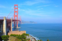 Golden gate bridge in Sunny Day mit schönem blauem Himmel Stockfotografie
