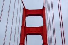 Golden gate bridge-Turm-Fokus lizenzfreies stockfoto