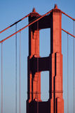 Golden gate bridge-Turm und -kabel Stockbild