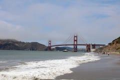 Golden gate bridge van Baker Beach in San Francisco californië Stock Fotografie