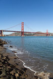 Golden gate bridge von Crissy Field Pier Stockfotos