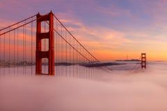 Golden gate bridge während des Sonnenuntergangs Stockfotografie