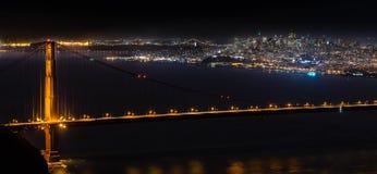 Golden Gate Bridge z San Fransisco nocy linią horyzontu Fotografia Royalty Free