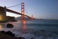 Golden Gate an der Dämmerung Stockfotografie