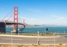 Golden Gate en San Francisco - trayectoria de la bicicleta Imágenes de archivo libres de regalías