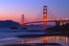 Golden Gate am Sonnenuntergang lizenzfreies stockbild