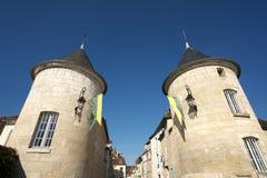 Golden Gate van Bourgondië, dorp van Chablis in Bourgogne-gebied, beroemd voor witte wijn stock afbeelding
