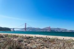 Golden Gate widok od Crissy pola Zdjęcia Stock