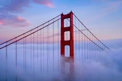 Golden Gate & Wolken royalty-vrije stock foto