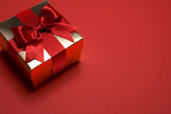 Golden gift box on red background Royalty Free Stock Photos