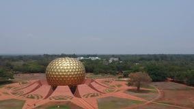 Golden Globe Auroville la India de Matrimandir almacen de video