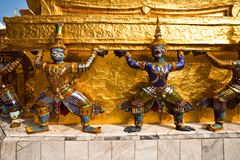 Golden guards are holding the chedi Royalty Free Stock Images