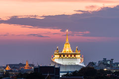 Golden mount temple (wat sraket rajavaravihara) at sunset Royalty Free Stock Photos