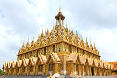 Golden pagoda at Wat Tha Sung Temple Royalty Free Stock Images