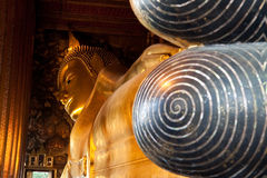 Golden reclining buddha Royalty Free Stock Photography