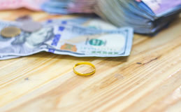 Golden  rings and dollar banknotes Royalty Free Stock Images