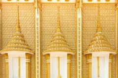 Golden schnitzen Sie Fenster im Tempel Lizenzfreie Stockbilder