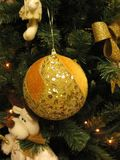 golden-sequins-christmas-tree-ornaments-and-toys Royalty Free Stock Image
