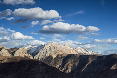 Golden snow-capped mountains in Tibet Royalty Free Stock Photos