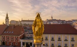Free Golden Statue, Monument In Front Of Zagreb Cathedral In Croatia. It Is On The Kaptol, Is A Royalty Free Stock Photo - 169262625