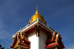 Golden Stupa soaring in blue sky Royalty Free Stock Photos
