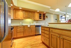 Golden wood kitchen with granite Royalty Free Stock Photo