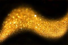 Goldene abstrakte Funkelnspur gemacht von defocused Lichtern Lizenzfreie Stockbilder