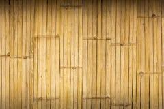 Goldene alte hölzerne Bambuswand für Hintergrund Stockfoto