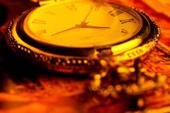 Goldene antike Uhr Stockbild