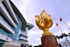 Goldene Bauhiniaskulptur in Hong- Kongversammlung u. der Ausstellungsmitte Stockbild