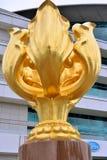 Goldene Bauhiniaskulptur in Hong- Kongversammlung u. der Ausstellungsmitte Lizenzfreies Stockfoto