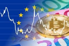 Goldene bitcoin Münze mit Eurobanknoten und Geldumtausch Lizenzfreie Stockfotografie