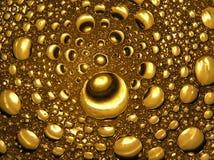 Goldene Blasen im Bierzusammenfassungs-Lichtabschluß oben, Wassertropfen Stockfotos
