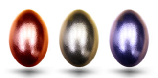 Goldene blaue und gelesene Eier für Ostern auf weißem Hintergrund Lizenzfreies Stockbild