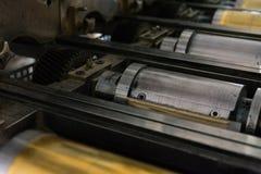 Goldene Briefbeschwerer-Zylinder-rustikales Weinlese-Druckverfahren-Meta- Lizenzfreie Stockbilder