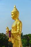 Goldene Buddha-Statue stockbild
