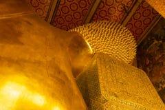 Goldene Buddha-Statue in Bangkok lizenzfreie stockfotos