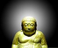 Goldene Buddha-Statue im schwarzen Hintergrund stockfoto